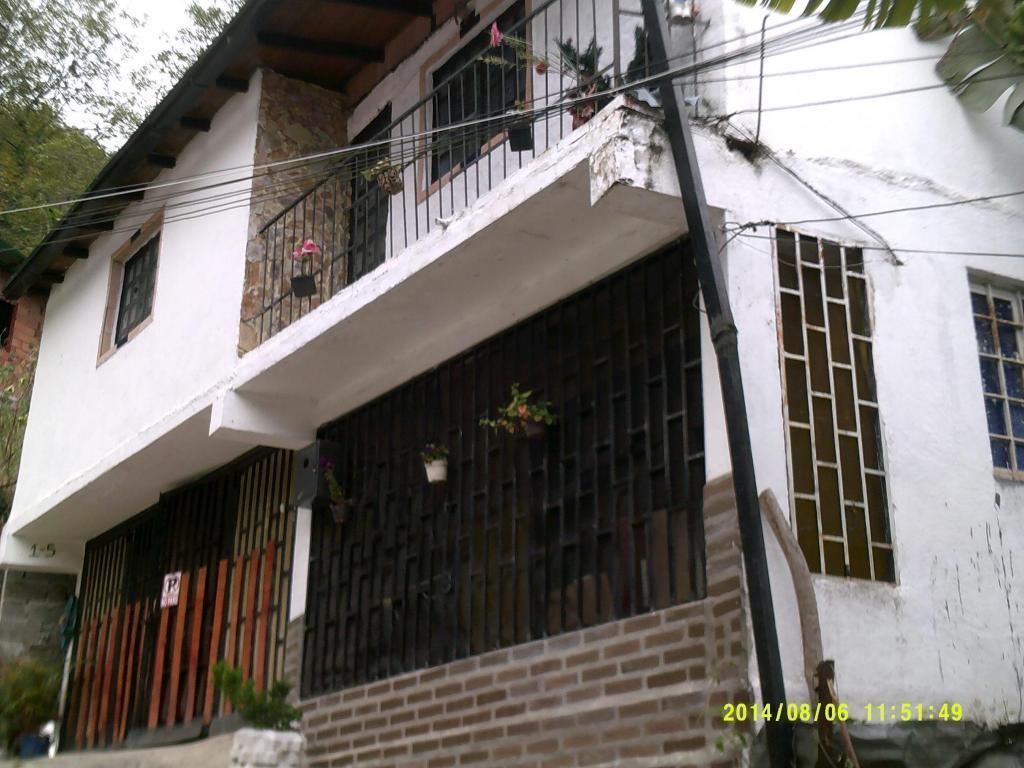 Cabaña a 5 min de Plaza Bolivar de Merida, capac 7 personas SOLO Familias. Hay estac. a 1 cuadra. Son 6 mil / familia