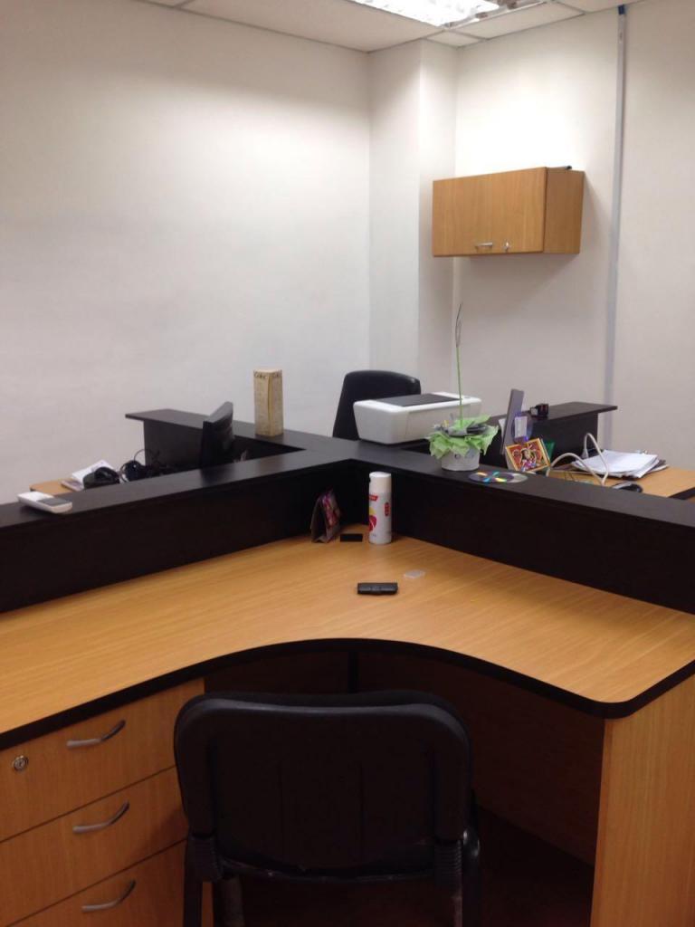 Oficina 100 Amoblada en C.C. Los Mangos