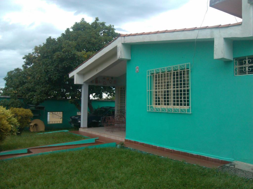 BELLA CASA ESPACIOSA, UBICADA EN SAN FELIPE  URBANIZACION PRIVADA LOS SAUCES 2