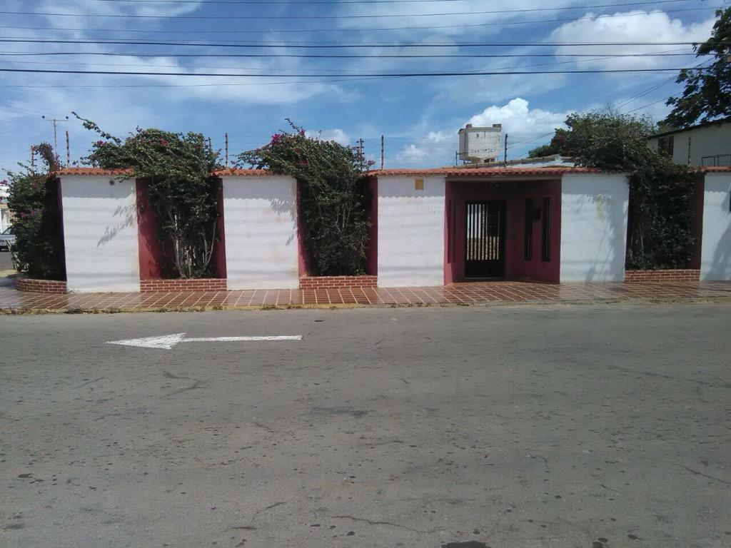 Casa Quinta en La Urb Los Caciques