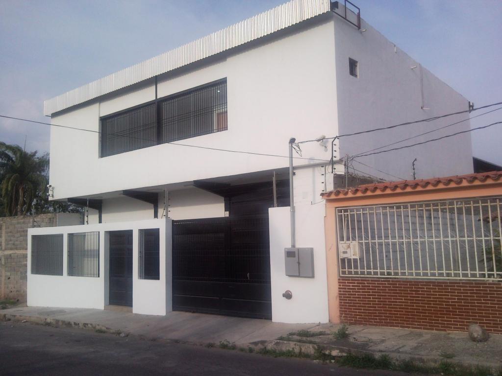 Edificio de galpón y oficinas