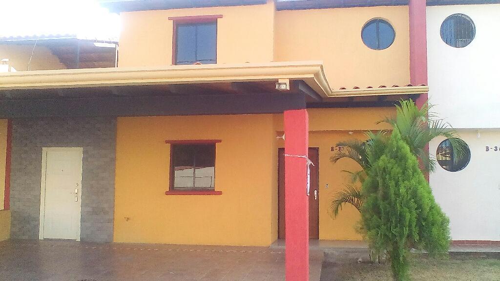 Town House Ubicado en Urb Valle Alto