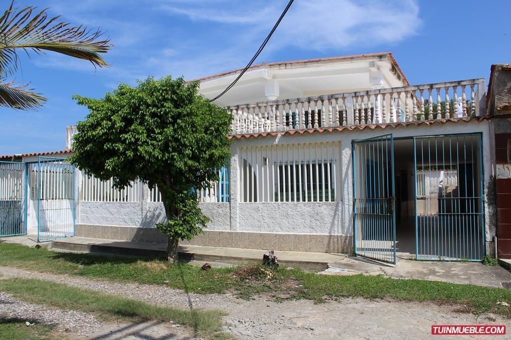 Se Vende Quinta bifamilira en Urb. Cabañas Playa Raizal  Costa Mirandina Río Chico