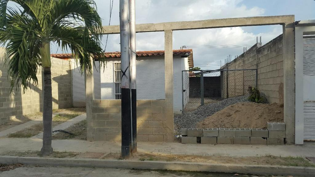 vendo casa en la Urbanización Guayabal D 200m2 terreno 2 dormitorios, 1 baño