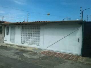 casa con local y proyecto de posada en ciudad varyna