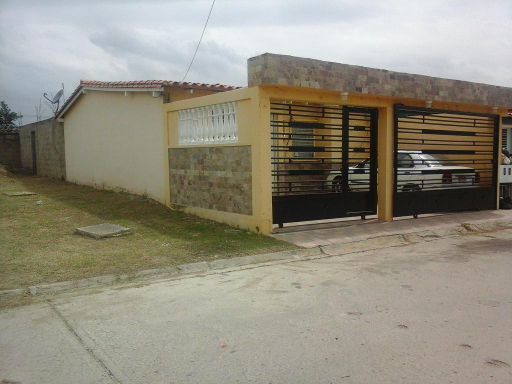 bella casa de esquina URB PRIVADA EL PRADO
