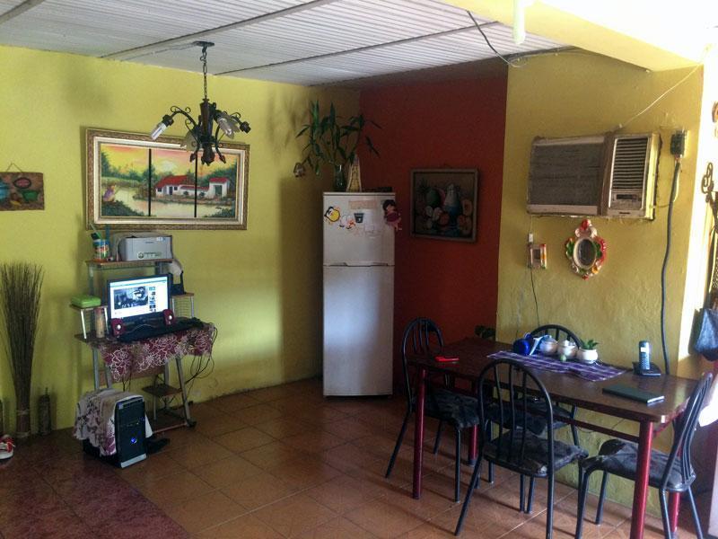 Cómoda Casa con 2 Amplios Locales en Funcionamiento. , Dtto. Capital