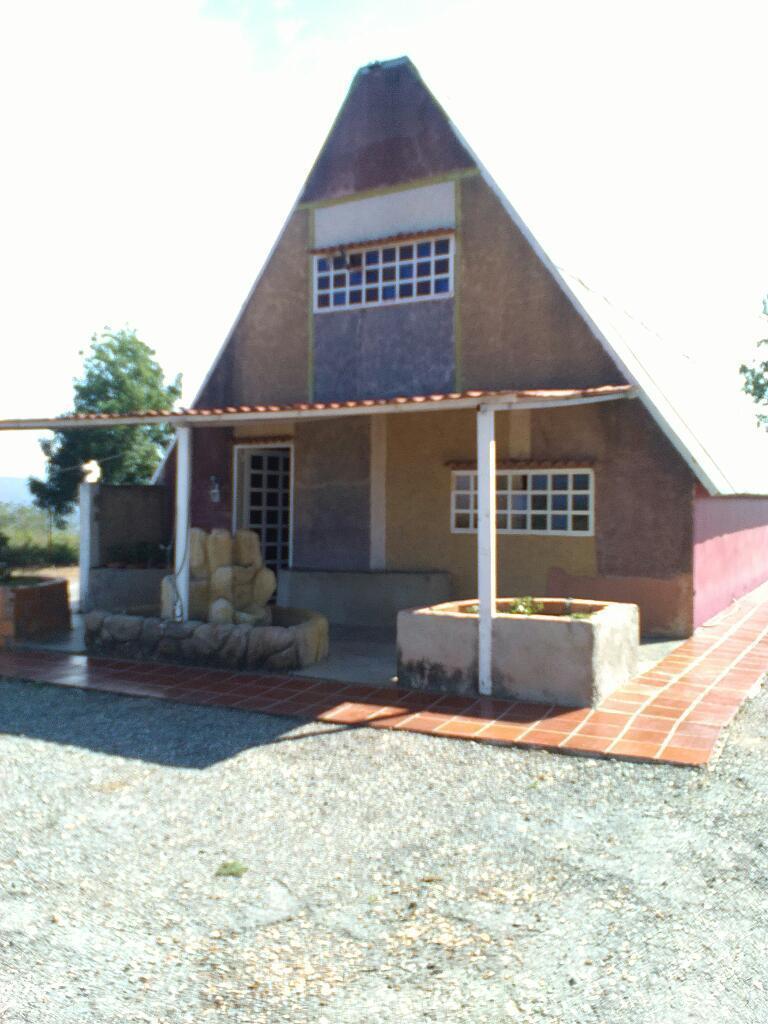 Se Vende Hermosa Casa Granja con Chalet en Tamaca
