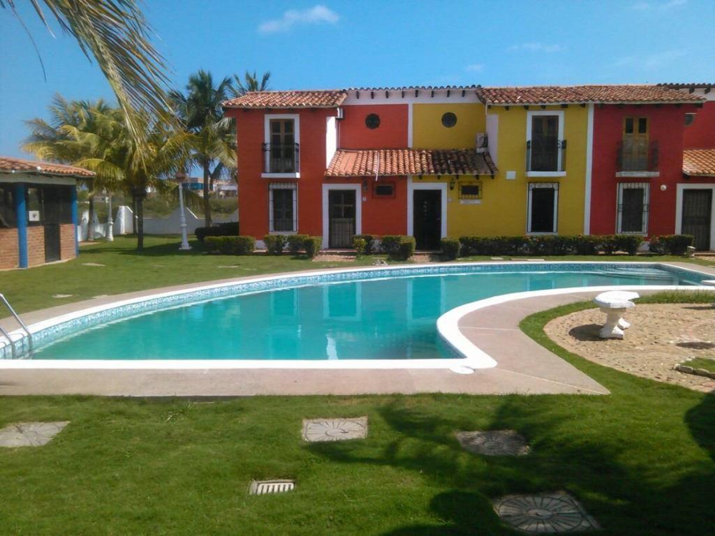 Alquiler casa piscina chichiriviche brick7 propiedad for Alquiler casa piscina