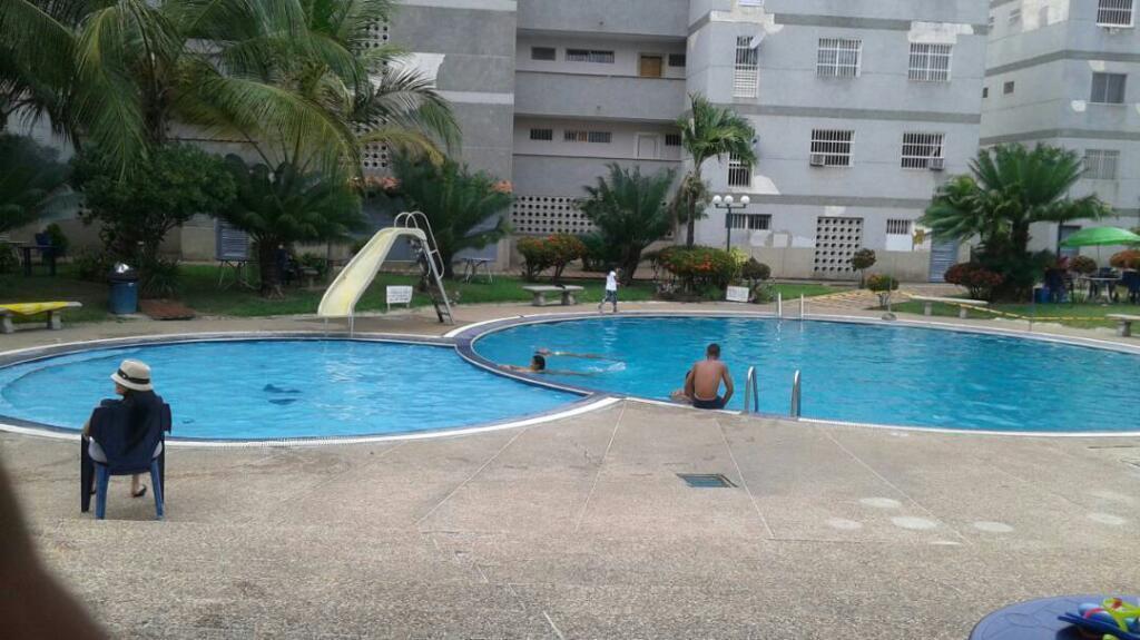 Casa terraza piscina higuerote brick7 propiedad for Piscina brion