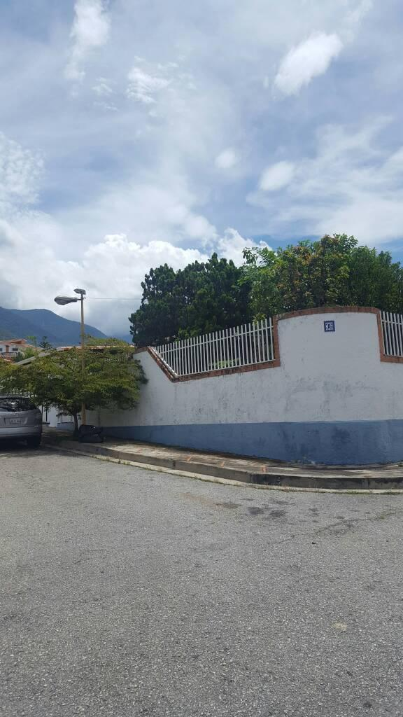 FLAMINGO BR vende, amplia y cómoda casaquinta en la Urbanización El Castor, sector la Pedregosa
