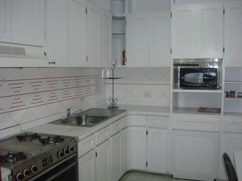 alquilo cómodo apartamento tierra negra