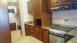 Apartamento en Alquiler en Avenida Milagro Norte MLS 179813
