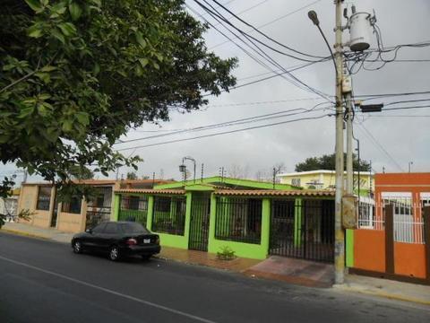 Se Vende Amplia Casa de 2 Niveles, La Victoria