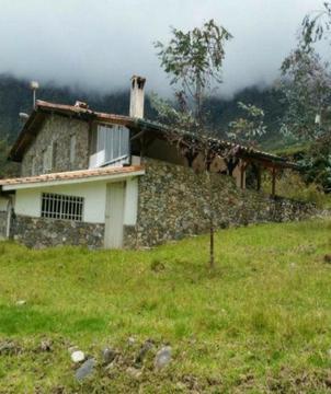 Lopezbienes vende Chalet en La Culata con 30.000 mts2 cuadrado de terreno,3 habitaciones,3 banos