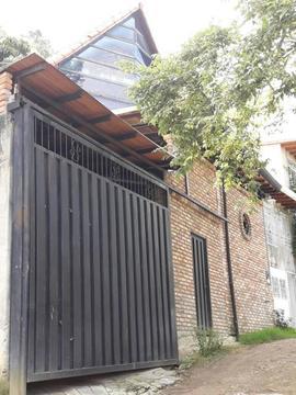 Amplio Chalet ubicado en Altos de Paramillo
