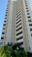 Apartamento en Alquiler en La Lago MLS 1710991