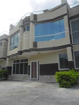 MAGYURY JS SOLUCIONES INMOBILIARIAS VENDE LUJOSO TOWN HOUSE EL LIMON