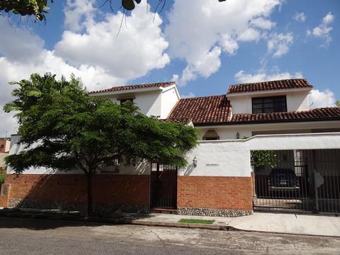 Quinta estilo Colonial de 500 m2 en Altos de Guataparo Valencia