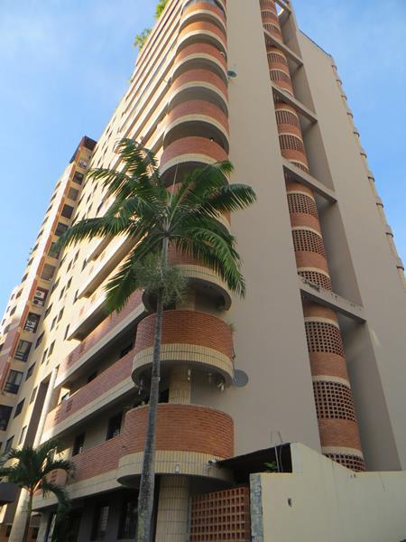 Amplio y Lujoso Apartamento de 124 m2 ubicado en la urbanización Los Mangos de