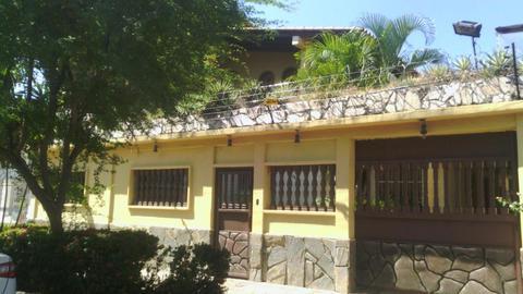 Asesores Inmobiliarios Ramírez Gómez Ofrece bella Casa en La Esmeralda – San Diego