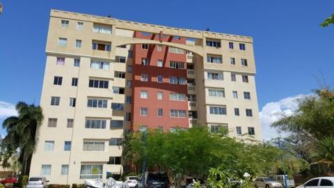 Excelente apartamento en bello condominio
