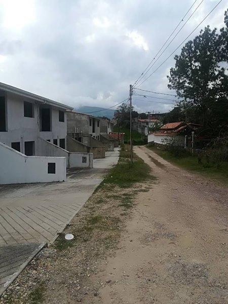 En Venta,Casa en obra gris, Caneyes. San Cristobal. Inf. 04247689164. 04147506808