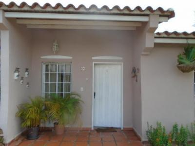 Se ofrece en venta casa de un nivel, ubicada en Urbanización privada en Ciudad Alianza