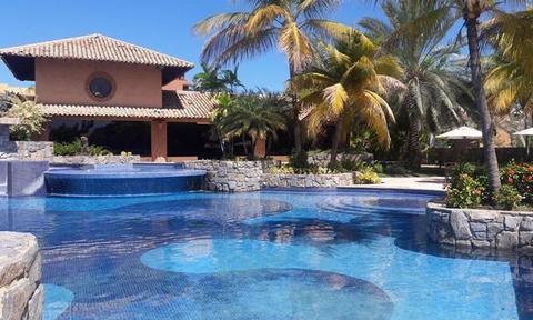 Alquilo/Vendo Town House Lujoso Muelle Amplio C.R Morro Yacht Club. Lecheria. 4 Habitaciones. 406m2