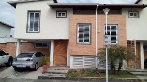 MODERNO Y EXCELENTE TONW HOUSE EN CONJUNTO PRIVADO VILLA COROZO