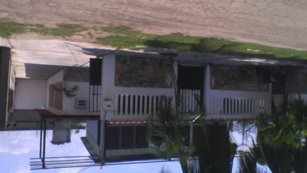 alquilo casa tipo apartamento en ocumare de la costa sector el playon a 2 cuadras del malecon