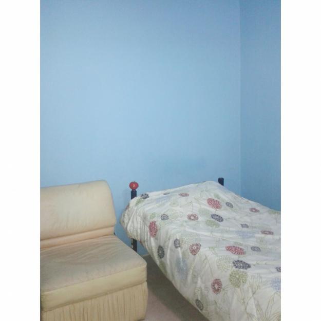 Se alquila espaciosa habitación en la Urbazanicación Matalinda