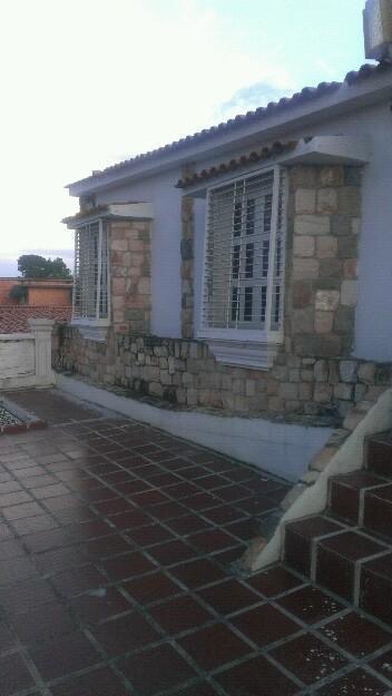 A la venta linda casa en parque Valencia