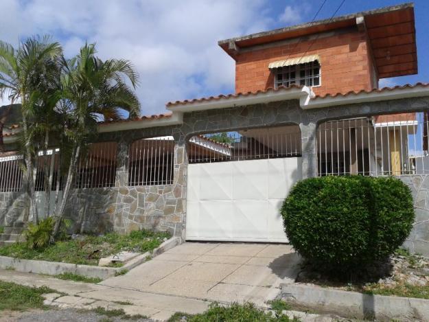 CASA 2 NIVELES URB. EL TOQUITO, Villa de Cura, 5H, 3B, PAPELES AL DÍA, SIN INTERMEDIARIOS
