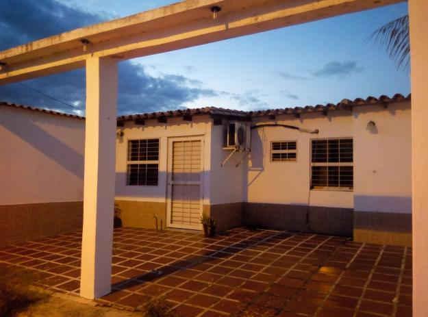 Vendo Casa En la Cómoda casa en la urbanización el Prado