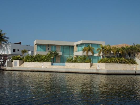 Vendo Excelente Casa a Estrenar Urb. Las Villas. Lecheria. 870m2. 6 Habitaciones