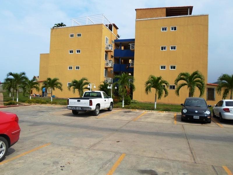 BAC HOUSE C.A VENDE RES PARQUE GUARAGUAO DE 3HAB EN PUERTO LA CRUZ