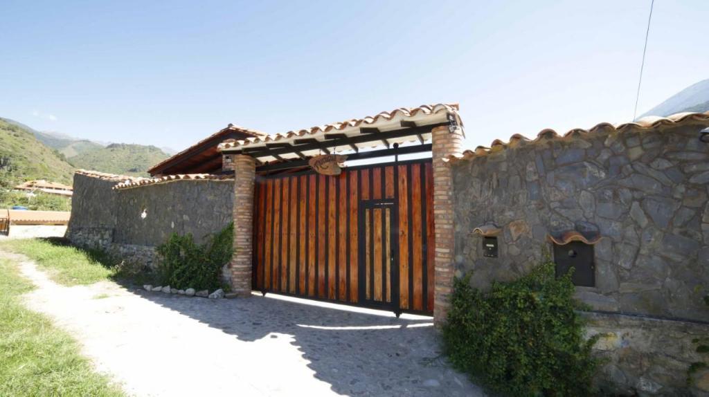 Preciosa y Acogedora Quinta En . 5 Hab, 3 Bañ, 760 m2